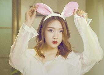粉耳朵兔子真可爱