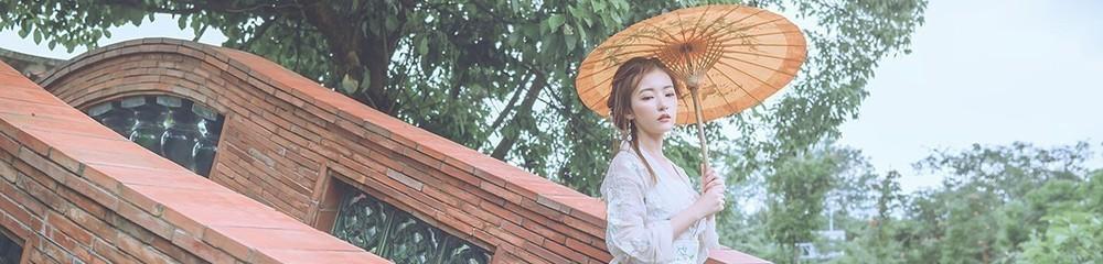 油纸伞下女孩惊艳了江南