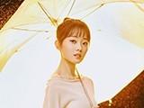 雨伞下的女孩