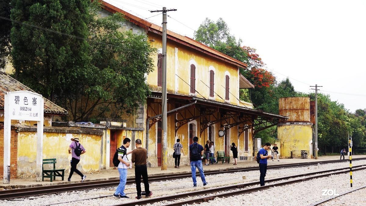 碧色寨位于红河哈尼彝族自治洲蒙自县的草坝镇,是中国近代史上最早的火车站之一。