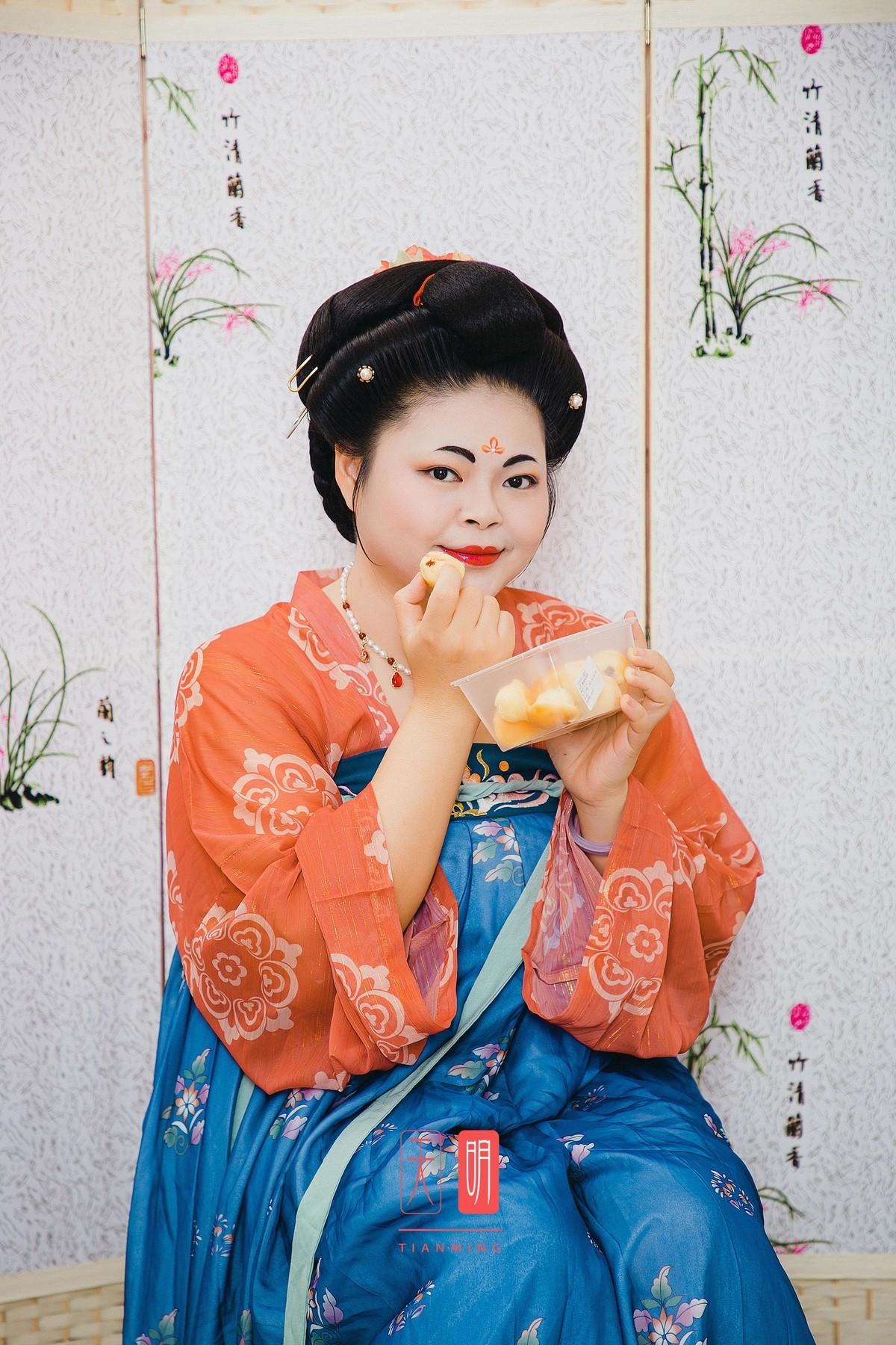 重庆有汤圆姐姐,广州有面包姐姐。