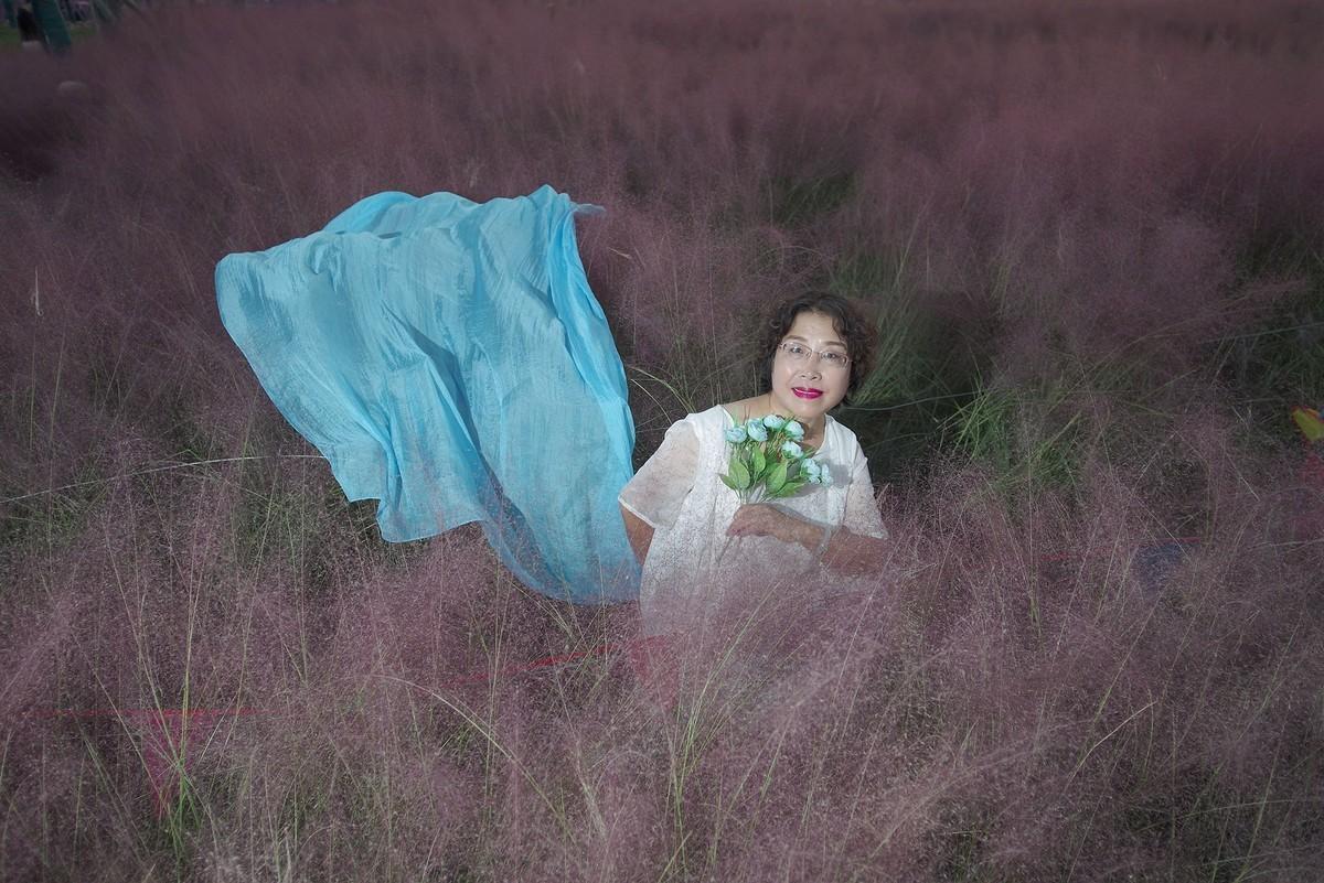 粉黛草丛中的董静美女老师!