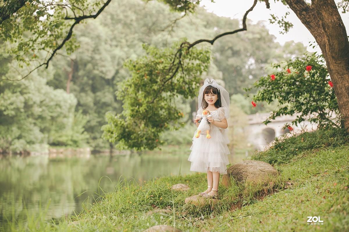 小公主和小鸭子。