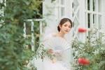 一个人的婚纱照。