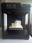 来看看这款新创三维的3D打印机打印效果怎么样?作品上了一桌子。