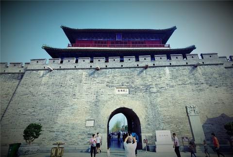 古城风貌与红色教育