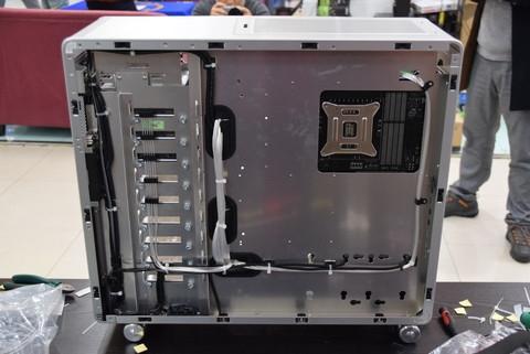 全铝机箱联力V1000L装机图赏,专业背部走线