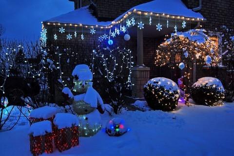 邻居家的节日灯饰
