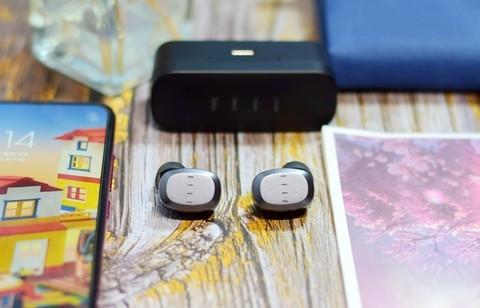 FIIL T1 Lite真无线运动蓝牙耳机开盖闪连又快又稳刷视频更带劲
