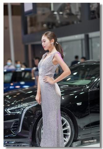 2020青岛秋季车展模特17