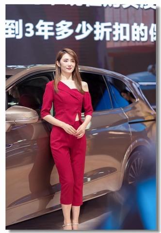 2020青岛秋季车展模特18