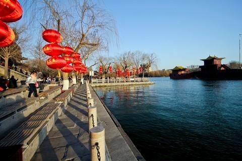 明湖——早春景色