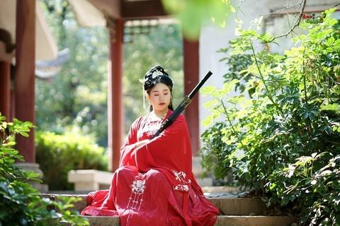【汉服红衣少女】---安若