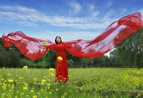 红绸飘逸。。。