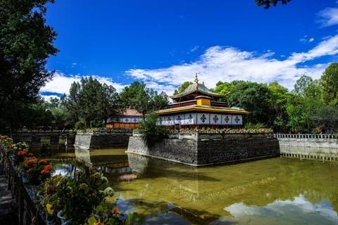 西藏旅游拉萨市罗布林卡公园记实拍摄