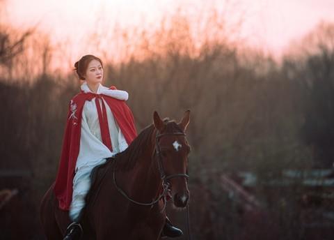 【老张光影】骏马少女 荒野残阳