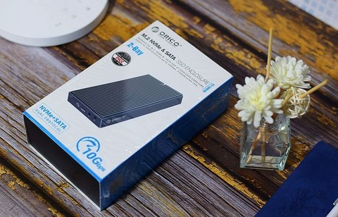 双盘位固态硬盘盒,超高速大容量,存储办公体验加倍爽