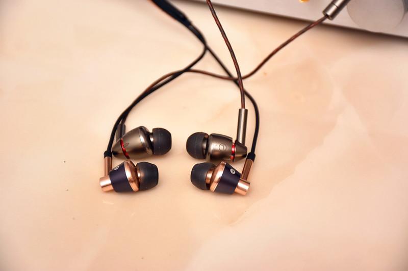 """#""""颜值""""与""""实力""""于一身,征服你的耳朵#1MORE E1010四单元圈铁对比三单元圈铁"""