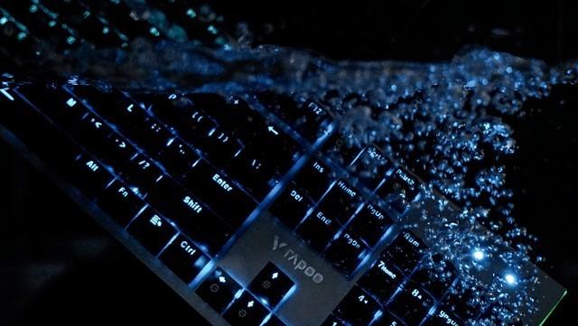 抵水御尘 雷柏V530防水背光游戏机械键盘免费试用