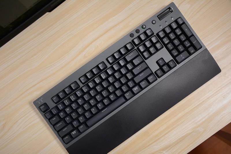 三模机械键盘Tt飞行家G821键盘,不仅电脑能用,手机平板也能用