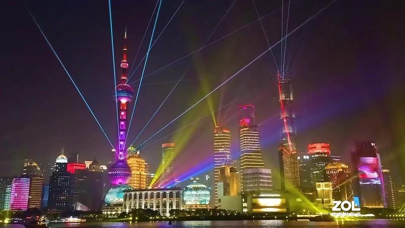 上海进博会外滩灯光秀