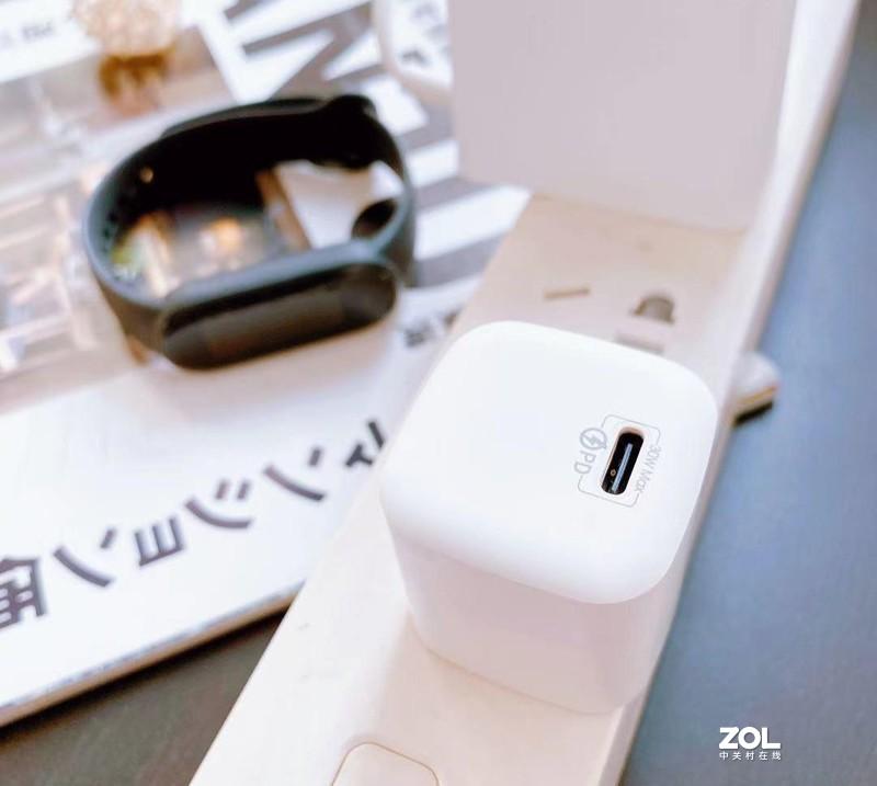 充电给力体积小—REMAX睿量30W氮化镓充电器!