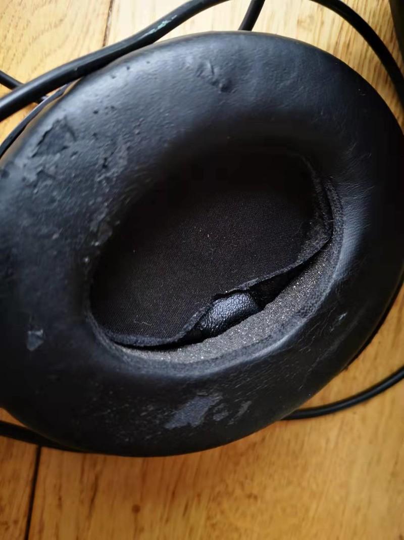 森海塞尔监听耳机 HD200 PRO ,三年前买的,耳罩等地方掉皮严重,还有谁遇到了?