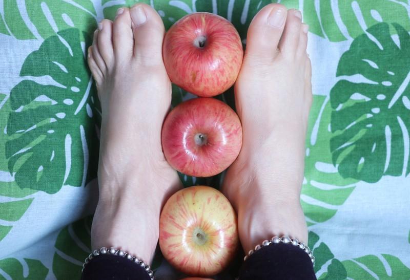 苹果裸足美足 [17P]