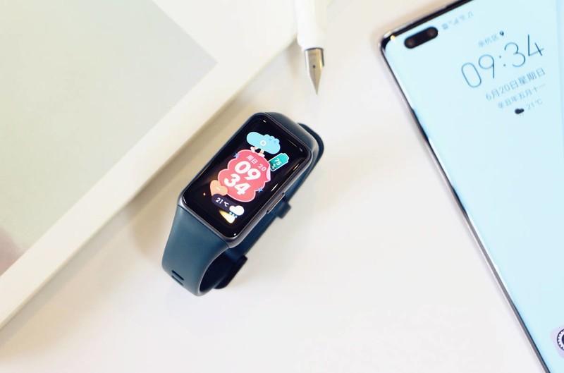 比肩智能手表,1.47吋大屏!华为史上最强手环?华为手环6评测